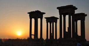 DAEŞ Palmira'da tarihi tapınağı...