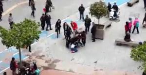 Bolu'da liseli kızlar caddede birbirine girdi