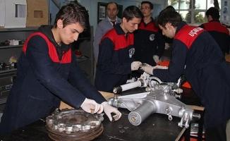 Lise öğrencileri yerli uçak projesine talip