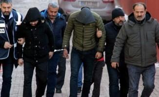 Cinayet şüphelisi 1'i kadın öğretmen, 4 kişi yakalandı