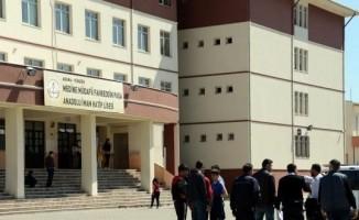 Adana'da okul bahçesinde silahlı kavga: 3 yaralı