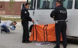 Okul servisinin atında kalan öğrenci hayatını kaybetti