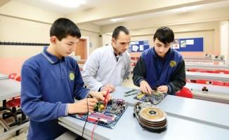 Türk öğrenciler ürettikleri robotla ABD'de yarışmaya katılacak
