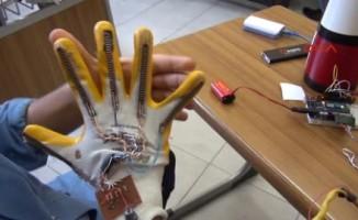 Liseli mucit, güvenlik güçleri için 'robotik el' yaptı