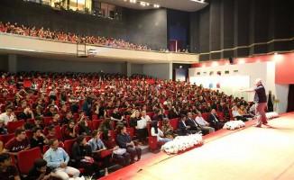 İzmir Milli Eğitim Müdürlüğü, öğrencileri düşünce koçu ile buluşturdu