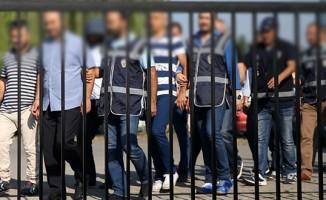 2'si öğretmen 4 kişiye Bylock'tan gözaltı