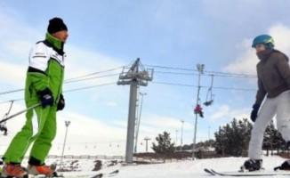 41 yıldır kayak öğretmenliği yapıyor