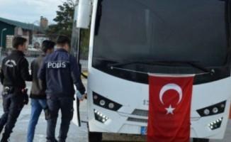 3'ü tutuklu 16 eski öğretmen hakim karşısına çıktı