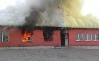 Kars'ta bir köy ilkokul yandı