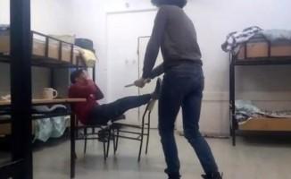 Öğrenci yurdunda skandal ! Dövüp videoya çektiler