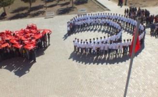 Öğrencilerden Mehmetçiğe 'ay yıldızlı' destek