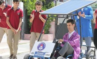 Öğretmenlerinden etkilenip güneş enerjili araç tasarladılar