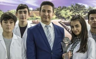 Kız öğrencileri bilişimle buluşturdu, 'küresel öğretmen ödülü' kazandı