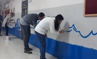 Öğretmenler Okullarını Boyadı