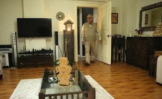Emekli öğretmen, evini sanatıyla donatıyor