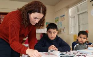 İzmirli Emine öğretmen, Diyarbakırlı öğrencilerin her şeyi oldu