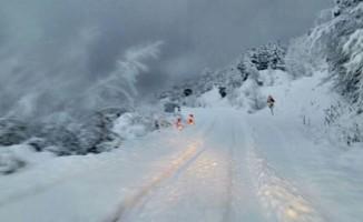 Karda mahsur kalan 26 öğretmen kurtarıldı