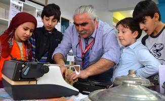 Öğretmen çift 40 yıl biriktirdikleri eşyalardan sergi açtı