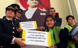 Ortaokul öğrencilerinden Mehmetçik'e hediye