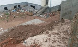 Siirt'te okulun istinat duvarı çöktü
