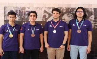 Liselilerden matematikte 4 olimpiyat madalyası
