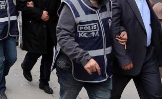 İzmir'de kamu görevlileri dahil 18 FETÖ gözaltısı