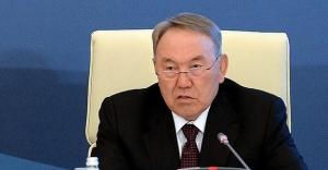'Kazakistan politikasında köklü...