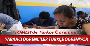 Yabancı öğrenciler Türkçe öğreniyor