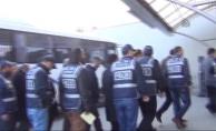 FETÖ'cü öğretmen, uyuşturucu satıcısının evinden çıktı