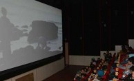 Köy okulu öğrencileri sinemayla tanıştı