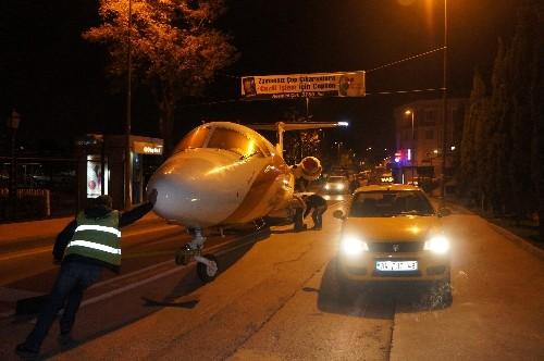 Trafikte 'uçak' gören sürücüler şok yaşadı (Özel)