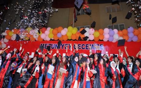 Ufuk Eğitim Kurumları, öğrencilerini törenle uğurladı
