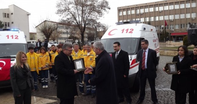 Uşak 112 Acil Sağlık Hizmetleri'ne iki ambulans bağışlandı