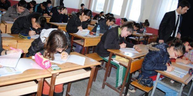 Uyanık öğrenciler tekrar sınavı yapılmasına neden oluyor