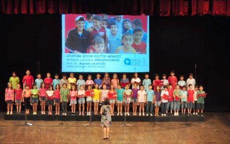 Yaz dönemi kurslarını bitiren 250 öğrenci konser verdi