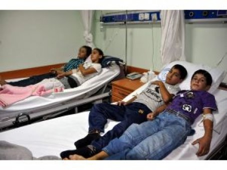 Yemekten zehirlenen 57 öğrenci hastaneye kaldırıldı